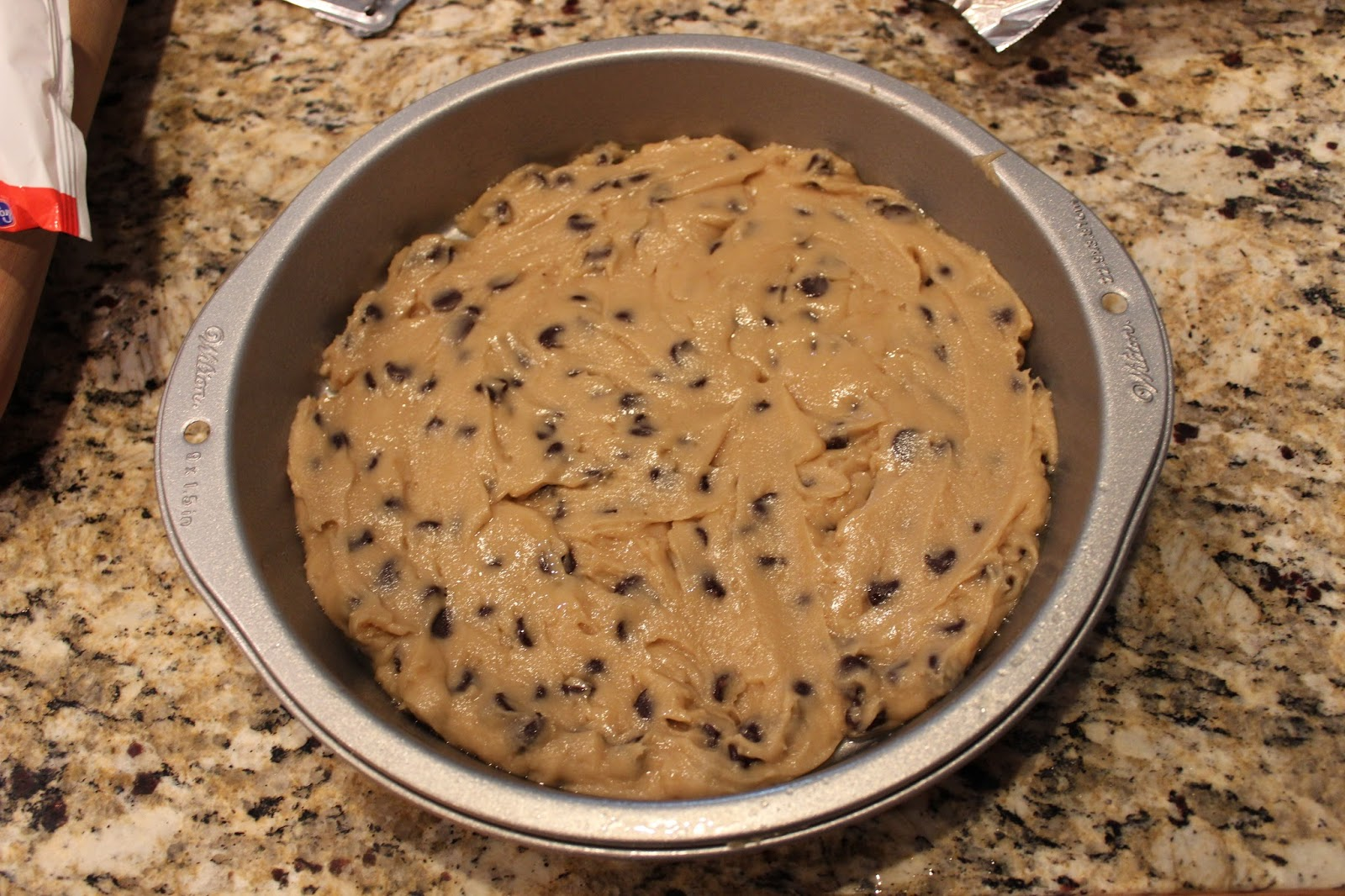 how to make a chocolate chip cookie pizza