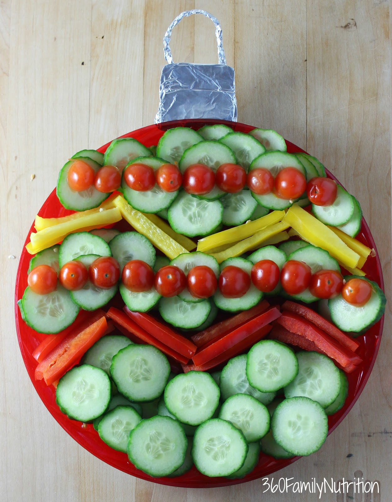 Christmas Veggie Tray.Christmas Ornament Vegetable Platter