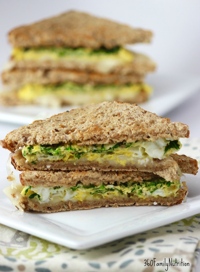 Microwave Spinach Egg Sandwich