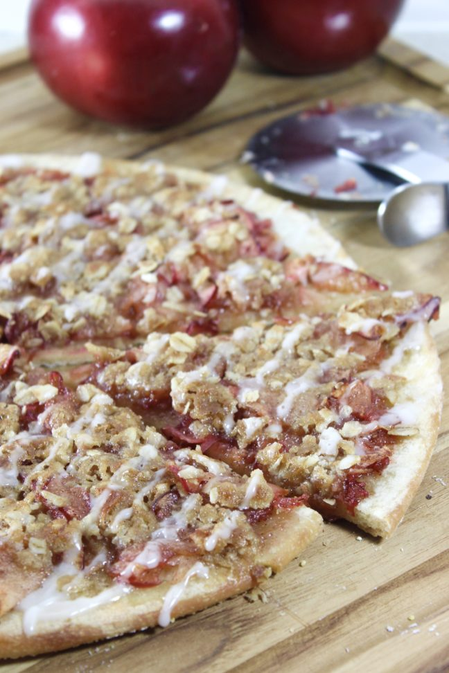 Apple Oatmeal Crumb Pizza